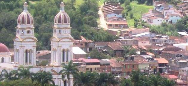 Nuevamente detenido exconcejal LUIS MORENO quien ha declarado que los paramilitares fueron violados por las menores de edad en Charalá