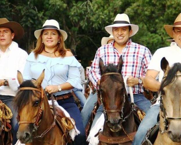 MURICIO AGUILAR - MARIA EUGENIDA TRIANA.  foto facebook Mauricio Aguilar