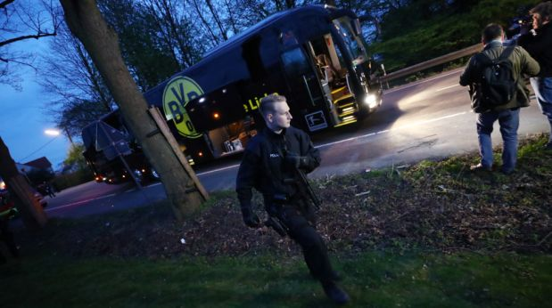 Football Soccer - Borussia Dortmund v AS Monaco - UEFA Champions League Quarter Final First Leg - Signal Iduna Park, Dortmund, Germany - 11/4/17 Police with the Borussia Dortmund team bus after an explosion near their hotel before the game Reuters / Kai Pfaffenbach Livepic