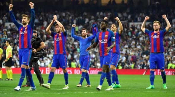 Barcelona players celebrate at the end of the Spanish league football match Real Madrid CF vs FC Barcelona at the Santiago Bernabeu stadium in Madrid on April 23, 2017. / AFP / GERARD JULIEN