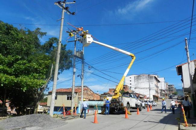 cambian_transformador_en_el_barrio_pablo_vi
