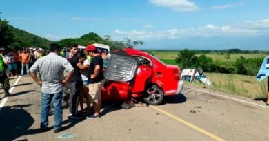 ambulancia-y-vehiculo-colisionan