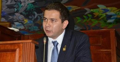 Miguel-Angel-Barreto-en-el-congreso-de-la-república