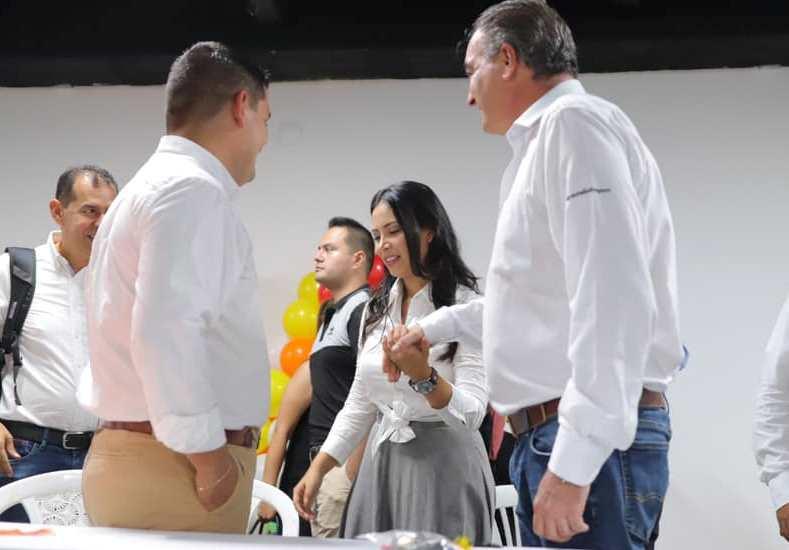 Ángela Hernández y el exministro Iragorri