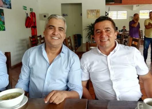Elkin Bueno en el desayuno en San Gil, con Helver Sánchez Suárez, excandidato a la camara de representantes