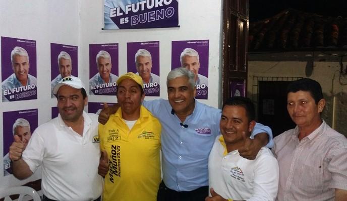 Elkin Bueno con miembros de la lista al concejo del partido ADA, junto a Celestino Mojica.