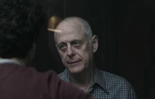 MURIÓ POR CORONAVIRUS UNO DE LOS ACTORES DE LA SERIE 'YOU' DE NETFLIX