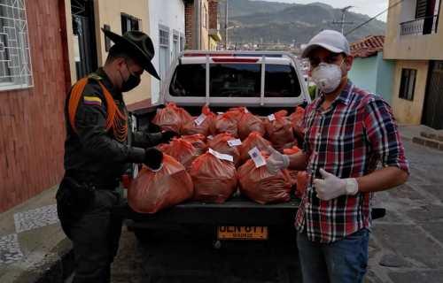 DOCENTES DEL COLEGIO GUANENTÁ DE SAN GIL DONAN MERCADOS