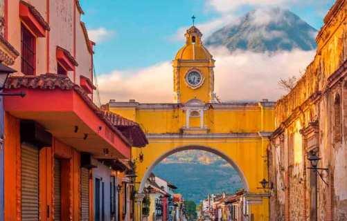 viajes-a-guatemala-para-conocer-las-casas-de-colores-brillantes